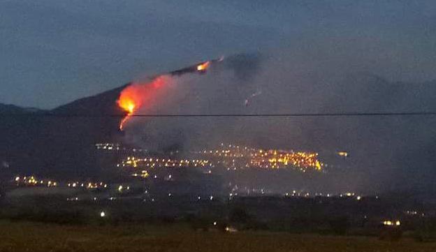 Il Lazio straziato dagli incendi. In due mesi più di 15mila interventi dei vigili del fuoco