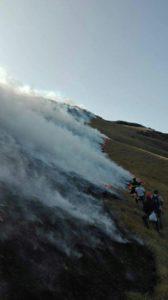 Una montagna divorata dal fuoco