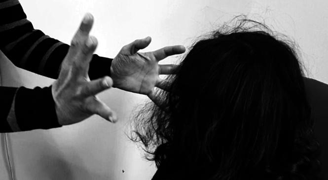 Uscire dal buio. Stop alla violenza sulle donne