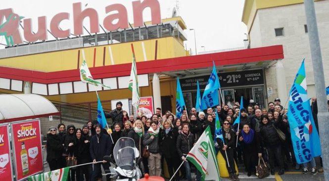 Trasferimenti e delocalizzazioni. Scatta la protesta ad Auchan